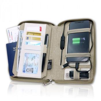 נרתיק נסיעות בעיצוב הייטקיסטי עם power bank 4000mah מובנה, תאים וגומיות בגדלים שונים לאכסון סמארטפון דרכון ועוד, עשוי מאריג איכותי ו-P.U,