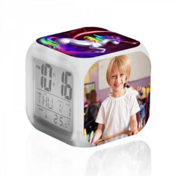שעון מעורר שולחני בעיצוב קוביה, TSK-2008